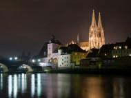 regensburg-bei-nacht / Architecture