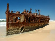 old rusty boat / Beaches