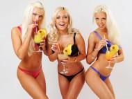 three blonde / Babes