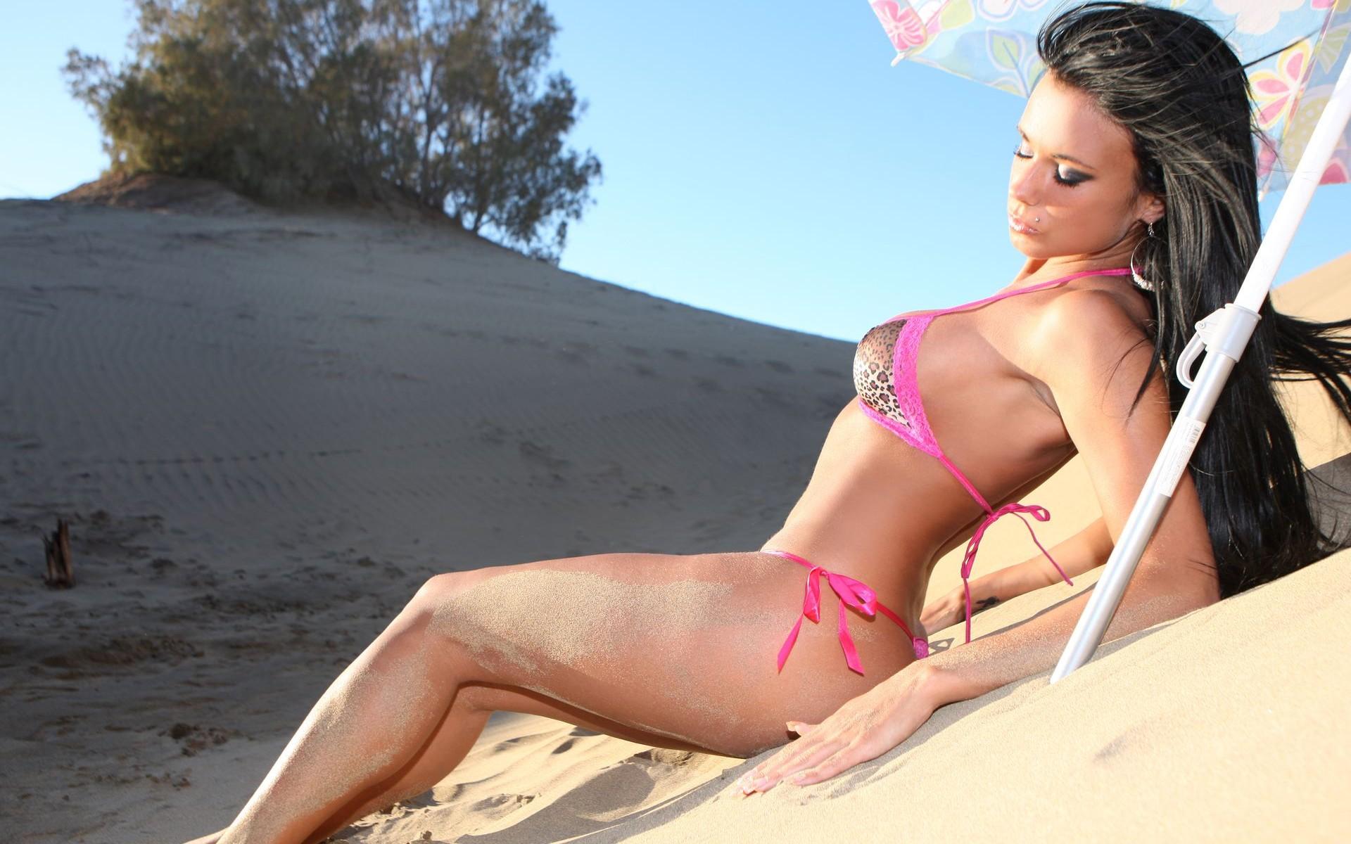 Beautiful Girls On Beaches