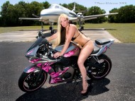 Plane bike girls / Girls & Bike
