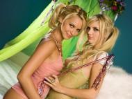 twins / Sexy Girls