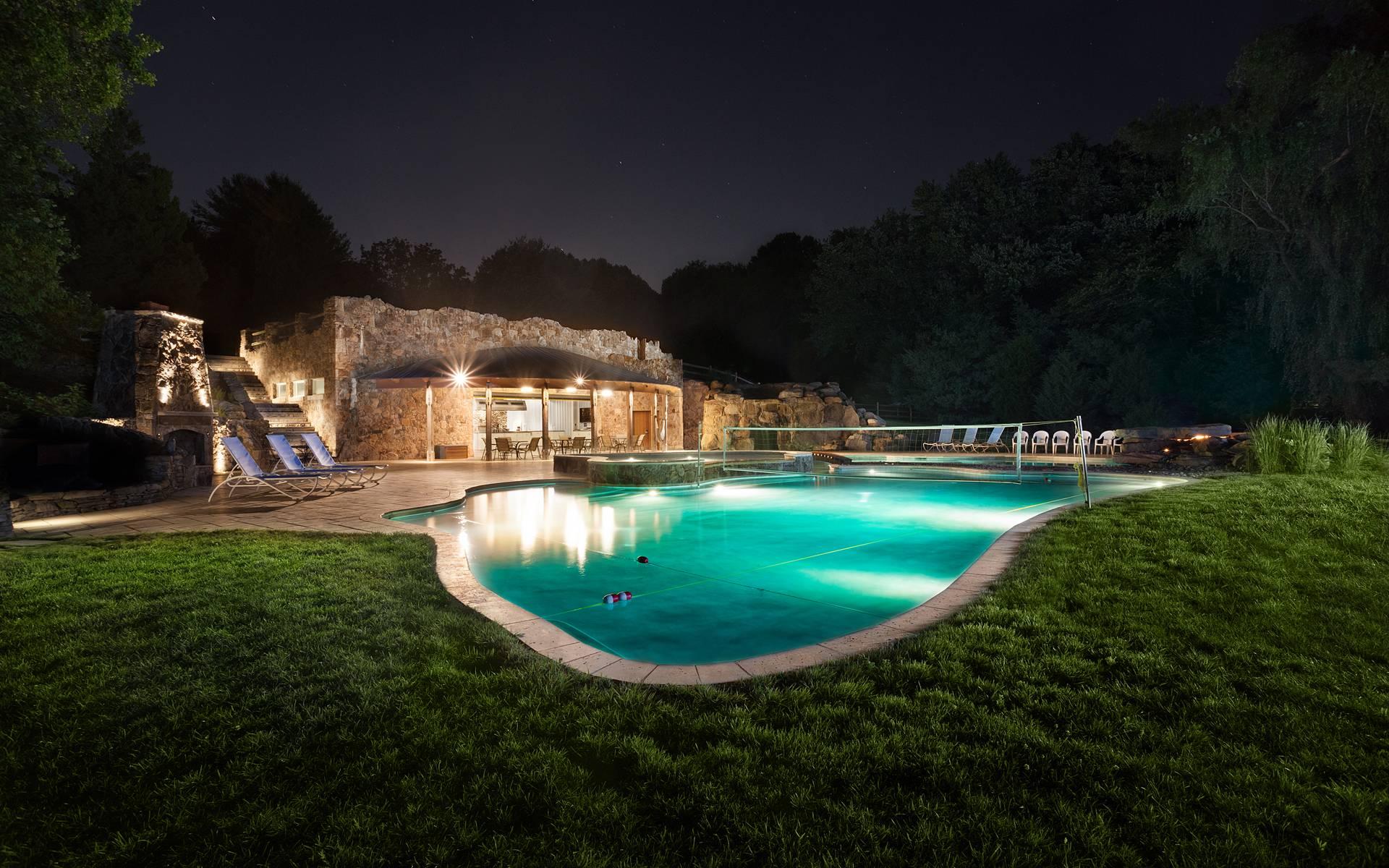 Download full size A beautiful HDR pool Pools wallpaper / 1920x1200