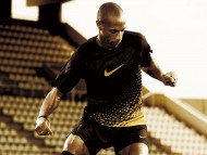 French striker Thierry Daniel Henry (Titi, Va Va Voom) / Football