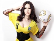 Download Sexy brazilian fan girl 2010 / Football