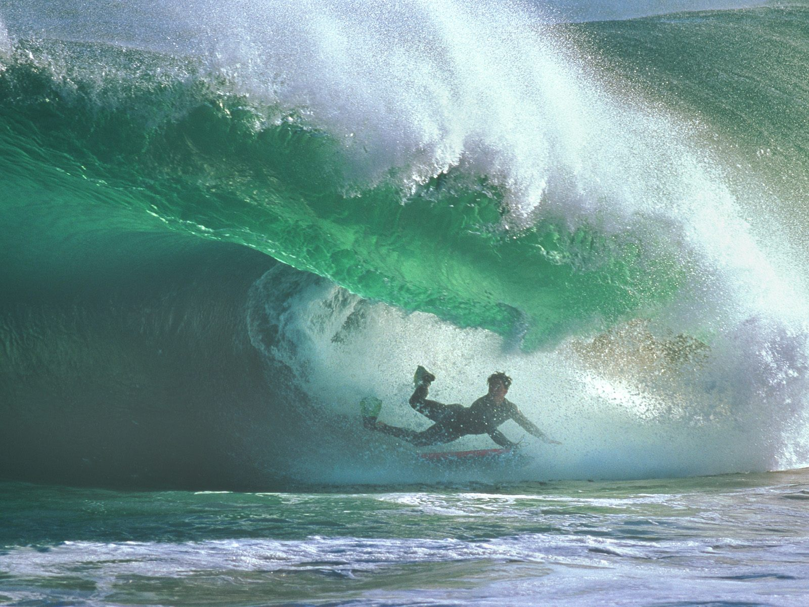 Download HQ Extreme Surfing wallpaper / 1600x1200