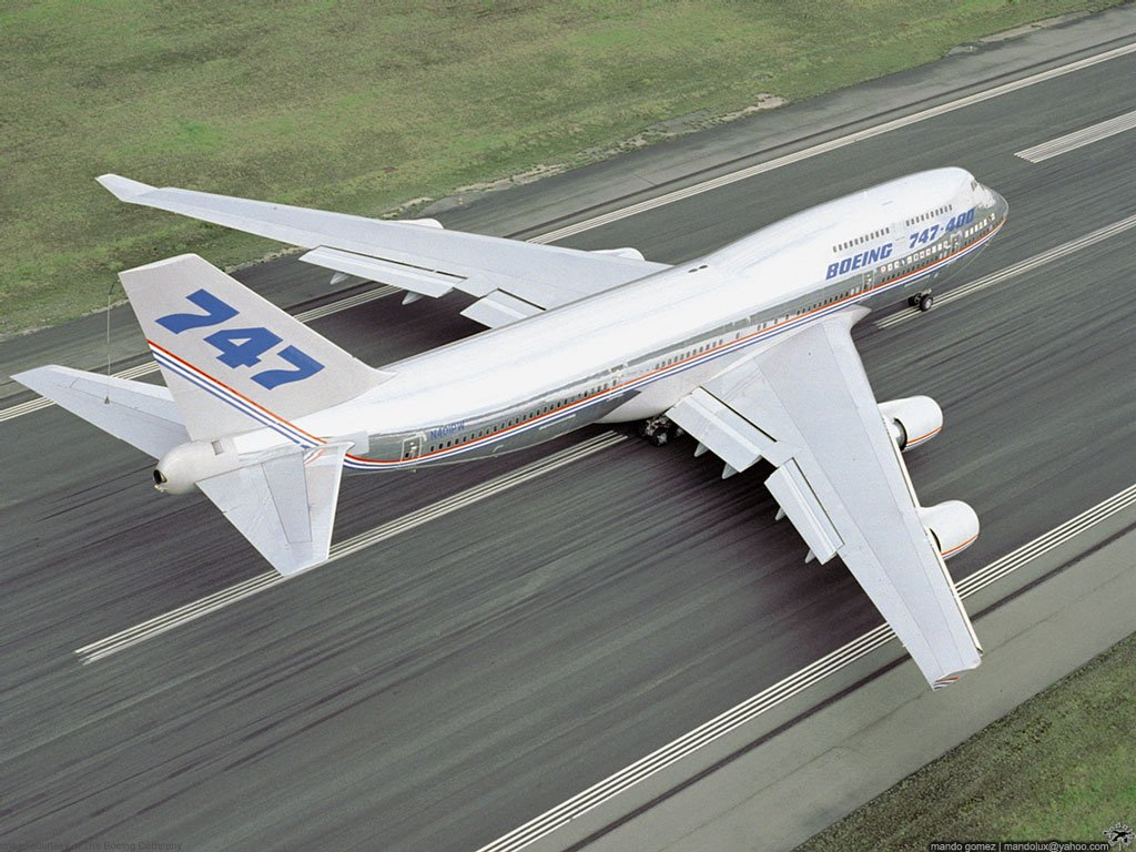 Full size Boeing 747 Civilian Aircraft wallpaper / 1024x768