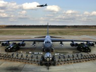 B-52H static display arms / Military Airplanes
