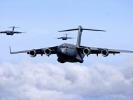 Three C-17 Globemaster IIIs / Military Airplanes