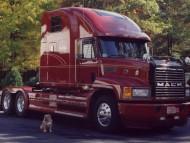 Mack / Trucks