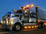 light Kenworth / Trucks
