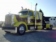 yellow trailer / Trucks